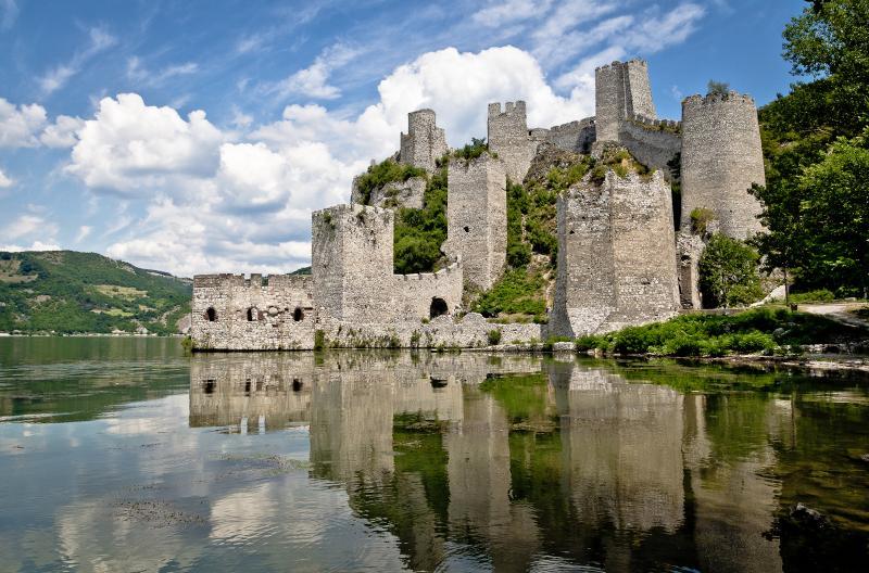 Golubački grad – grad na temeljima rimskog utvrđenja
