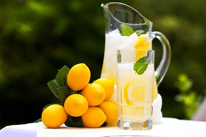 Voda sa limunom za dobro jutro